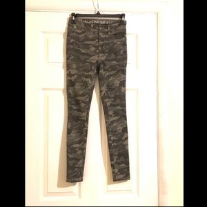 VanillaStar Mid-Rise Ripped Camouflage Jeans